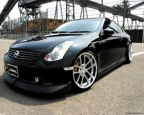 Чёрный Nissan
