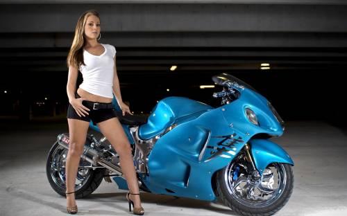 Мотоцикл Suzuki GSX 1300R, девушка