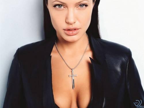 Angelina Jolie, Анжелина Джоли, крестик