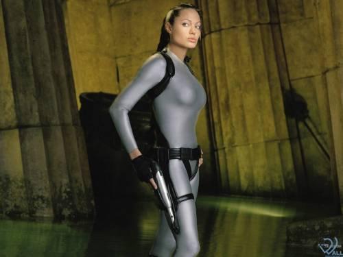 Анжелиной Джоли, Angelina Jolie, пистолет