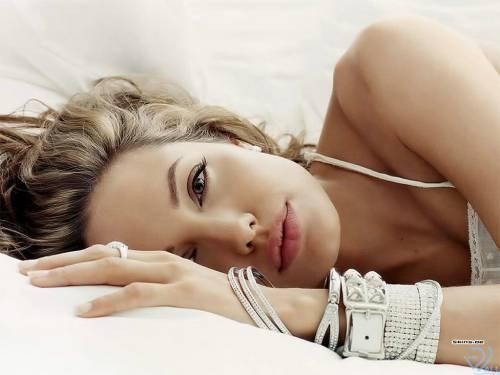 Angelina Jolie, Анжелина Джоли, взгляд, браслеты