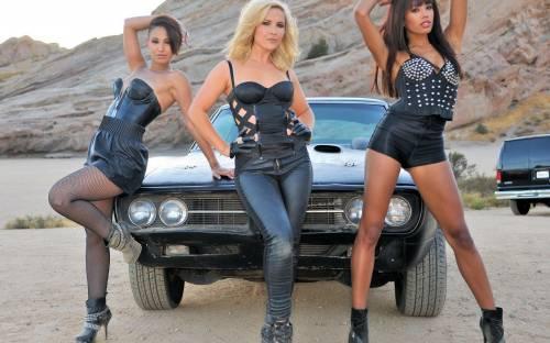Три девушки и авто