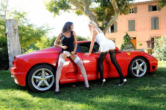 Авто, девушки, Феррари, блондинка, брюнетка, чулки
