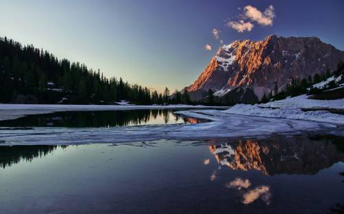 Горы, озеро