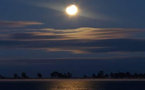 Луна, затмение, лагуна