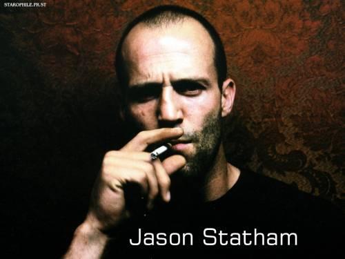 Джейсон Стэтхэм курит
