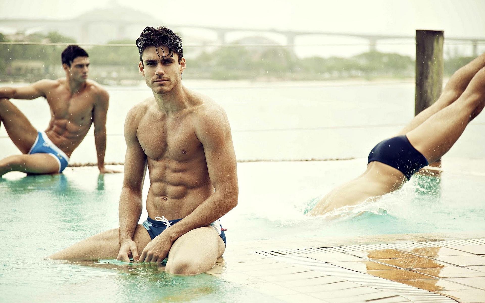 Фото парней в басейне 7 фотография