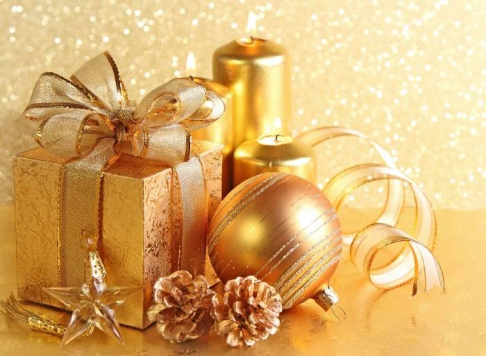 Подарок, коробка, шарик, свечи, шишки, звезда