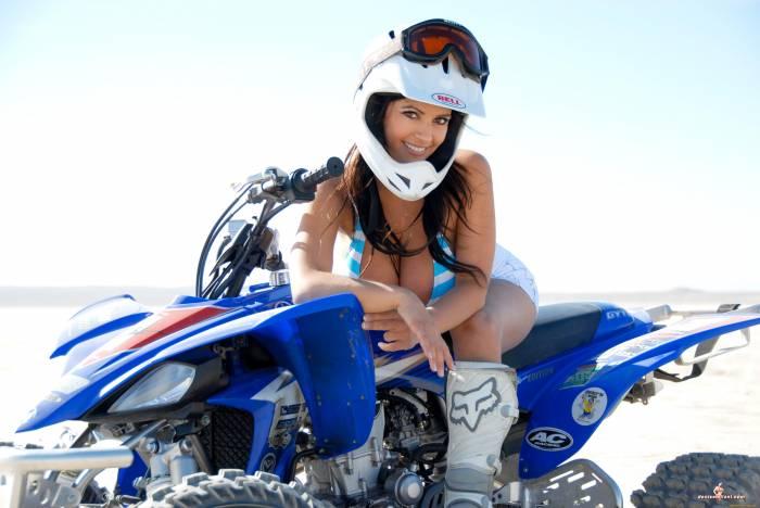 Denise Milani, квадроцикл, Yamaha, мотоцикл, грудь