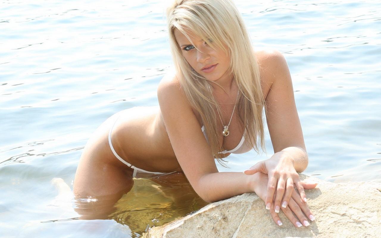 Частные фото блондинка в купальнике 13 фотография