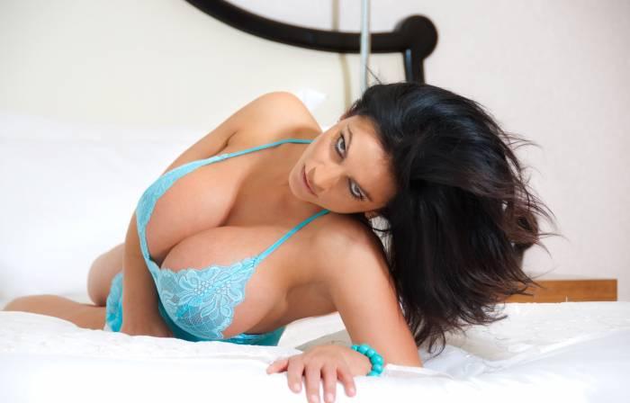 Дениз Милани, большая грудь, Denise Milani, модель