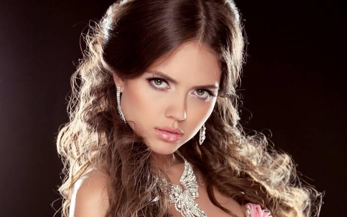 Девушка, брюнетка, модель, лицо, украшения, взгляд